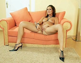 Brunette Mblanketsturbwide cutting with blanket Dildo